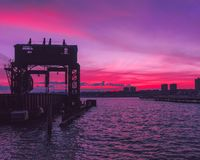 Hudsonu zmierzch od brzeg rzeki parka obrazy royalty free