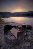 Hueco del fuego en el sitio para acampar de la montaña Imágenes de archivo libres de regalías