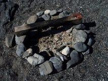 Hueco del fuego en la playa fotos de archivo libres de regalías