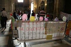 Huelga española de los profesores en la catedral de Sevilla Imagenes de archivo