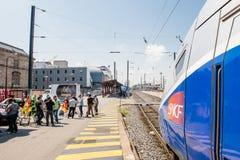Huelga francesa del operador del carril de la SNCF - manifestante que hace la barbacoa Imágenes de archivo libres de regalías