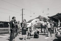 Huelga francesa del operador del carril de la SNCF - manifestante que hace la barbacoa Fotos de archivo libres de regalías