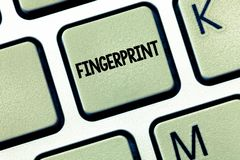 Huella dactilar conceptual de la demostración de la escritura de la mano La impresión o la marca de exhibición de la foto del neg fotos de archivo