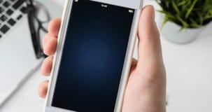 Huella dactilar de la exploración para verificar identidad almacen de metraje de vídeo