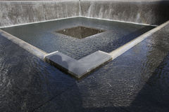 Huella de la cascada de WTC, monumento nacional del 11 de septiembre, New York City, Nueva York, los E.E.U.U. Fotografía de archivo libre de regalías