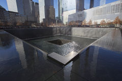Huella de la cascada de WTC, monumento nacional del 11 de septiembre, New York City, Nueva York, los E.E.U.U. Foto de archivo