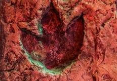 Huella del Ornithopod, fósil de una pista del dinosaurio, animales que vivieron en el período jurásico fotografía de archivo libre de regalías