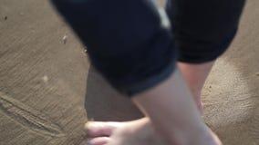 Huella en la arena almacen de metraje de vídeo