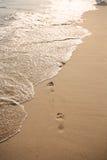 Huella en la playa imagenes de archivo