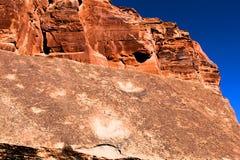 Huellas del dinosaurio en las rocas rojas de Moab Utah foto de archivo