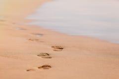 Huellas en la arena Fotos de archivo