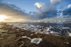 Huellas en la arena en la playa de Norderney Foto de archivo libre de regalías