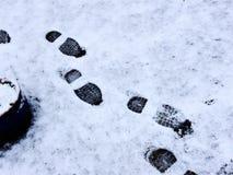 Huellas en la nieve Imágenes de archivo libres de regalías