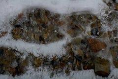 Huellas en la nieve a lo largo de un rastro alpino del barranco/de Provo, Utah de la roca Fotos de archivo libres de regalías
