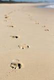Huellas en la playa Foto de archivo