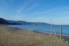 Huellas en la playa Imagenes de archivo