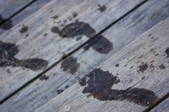 Huellas en pasos de madera del club de la playa Imagen de archivo libre de regalías