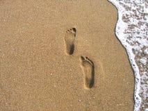Huellas en una arena Fotografía de archivo libre de regalías