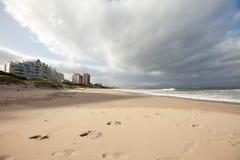 Huellas en una playa Imagen de archivo libre de regalías