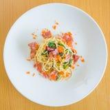 Huevas del tocino y de la gamba de los espaguetis Fotografía de archivo