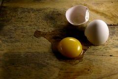 Huevo agrietado Fotos de archivo libres de regalías