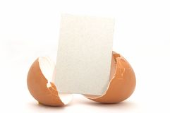 Huevo agrietado con la tarjeta vacía #3 Imagen de archivo