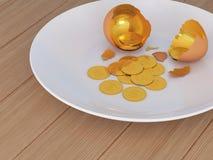 Huevo agrietado y dinero Imagen de archivo libre de regalías
