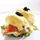 Huevo Benedicto con los salmones fumados Imagen de archivo