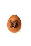 Huevo con código del qr imagenes de archivo