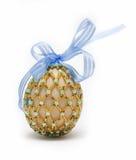 Huevo con la cinta azul imagen de archivo libre de regalías