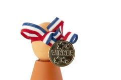Huevo con la medalla y la cinta del ganador Foto de archivo libre de regalías