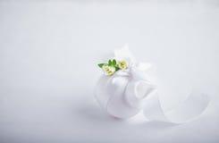 Huevo con las flores Fotografía de archivo