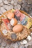 Huevo de jerarquía - dinero imagenes de archivo