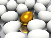 Huevo de oro único Imagen de archivo libre de regalías