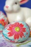 Huevo de Pascua adornado con el conejito Foto de archivo libre de regalías