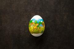 Huevo de Pascua con la imagen del conejo en ella Imágenes de archivo libres de regalías