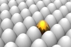Huevo de Pascua de oro único Fotos de archivo