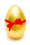Huevo de Pascua de oro Fotos de archivo