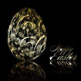 Huevo de Pascua de oro abstracto en fondo negro Imagen de archivo libre de regalías