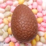 Huevo de Pascua del chocolate fotos de archivo libres de regalías