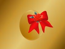 Huevo de Pascua del oro con el arco Fotos de archivo