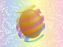 Huevo de Pascua del oro con el arco Foto de archivo libre de regalías