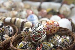 Huevo de Pascua pintado tradicional de Bucovina, Rumania Foto de archivo