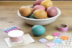 Huevo de Pascua que adorna las herramientas Fotografía de archivo