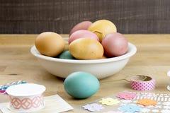 Huevo de Pascua que adorna las herramientas Fotos de archivo libres de regalías