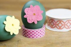 Huevo de Pascua que adorna las herramientas Imagenes de archivo