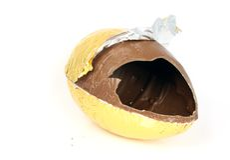 Huevo de Pascua quebrado foto de archivo