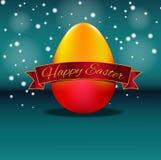 Huevo de Pascua realista con la cinta roja en fondo azul Foto de archivo libre de regalías