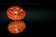Huevo de Pascua rojo imagen de archivo libre de regalías