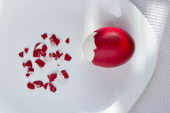 Huevo de Pascua rojo Imágenes de archivo libres de regalías